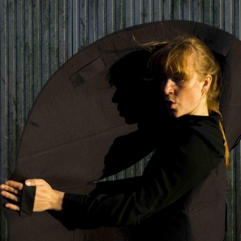 Portrait Janneke van der Putten_with Voice-Skin project_photo by Gabriëlle Barros Martins_05.2020kopie